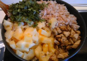 Как приготовить плов с курицей в сковороде с ананасом