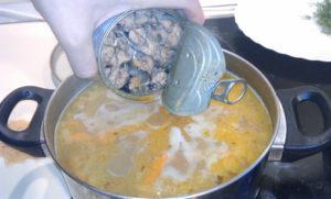 Как приготовить рыбный суп из консервов сайры с рисом
