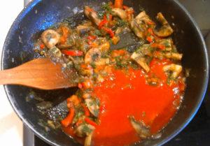 Овощи с грибами и томатной пастой