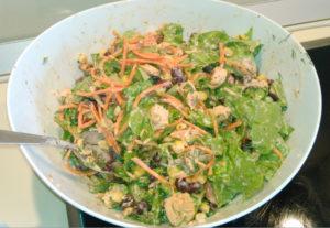 Овощной салат с фасолью и куриным филе