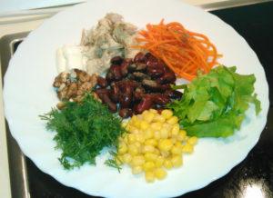 Салат с куриной грудкой и красной фасолью с майонезом