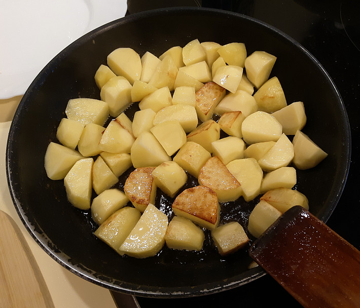 Жарим картофель на сковороде