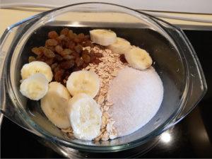 Приготовление овсяной каши на молоке с бананом
