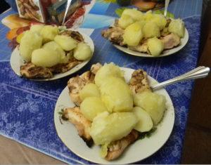 Рецепт шашлыка из куриного филе с отварной картошкой на майонезе
