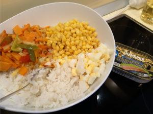 Салат рыбные консервы рис яйцо овощи