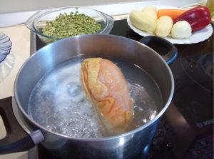 Варим гороховый суп рецепт классический с курицей в кастрюле
