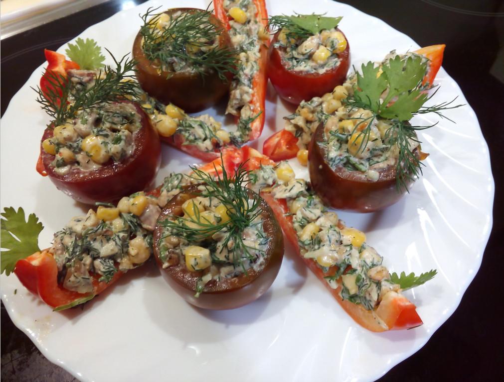Закуска из помидоров с чесноком быстрого приготовления к столу