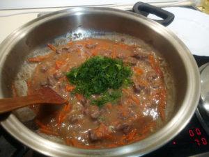 Вкусные блюда из тушеной говядины с зеленью
