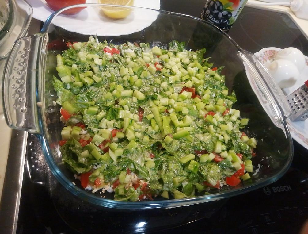 Вкусный рецепт салата с авокадо и огурцом