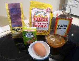 Необходимые продукты на оладьи с мёдом