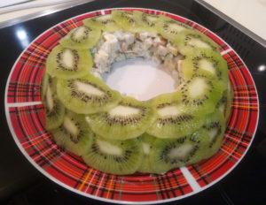 Изумрудный браслет салат классический рецепт с фото с киви