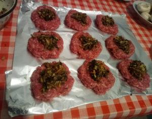 Как приготовить зразы с грибами в духовке на противне