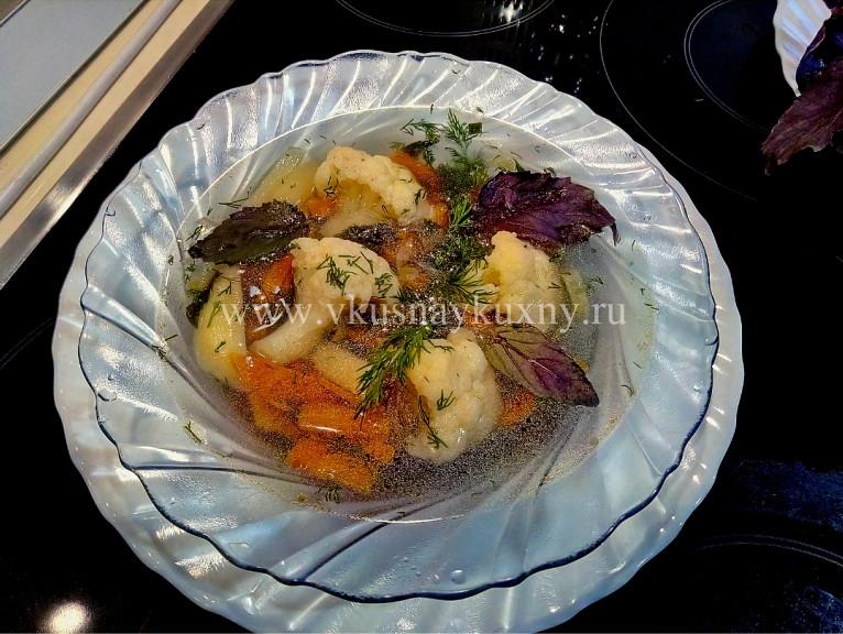 Первые блюда из цветной капусты, моркови и картошки