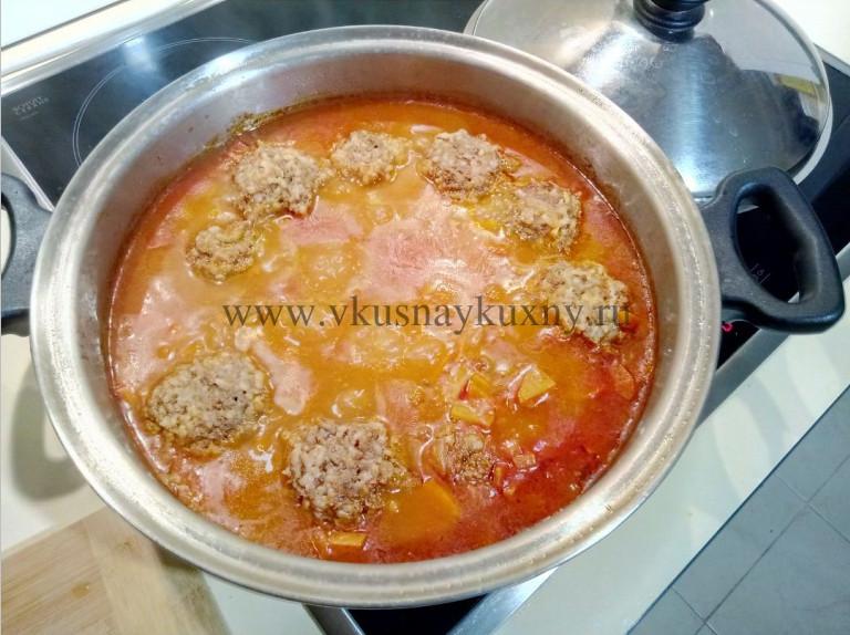 Тефтели на сковороде с подливкой томатной