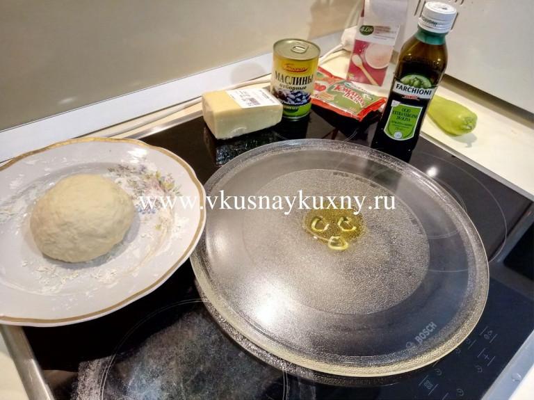 Смазываем круг от микроволновки маслом растительным