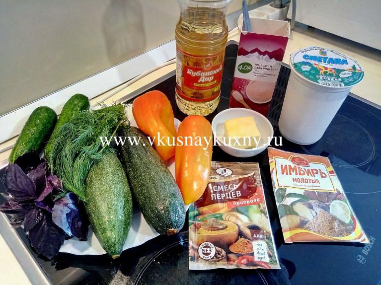 Ингредиенты для рулетиков из цукини с сыром и чесноком