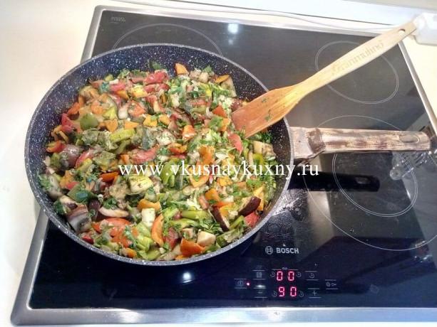 Овощное соте с баклажанами и кабачками рецепт с чесноком и зеленью
