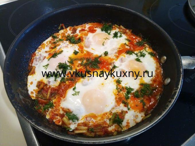 Жареная черемша с яйцами рецепт с томатной пастой