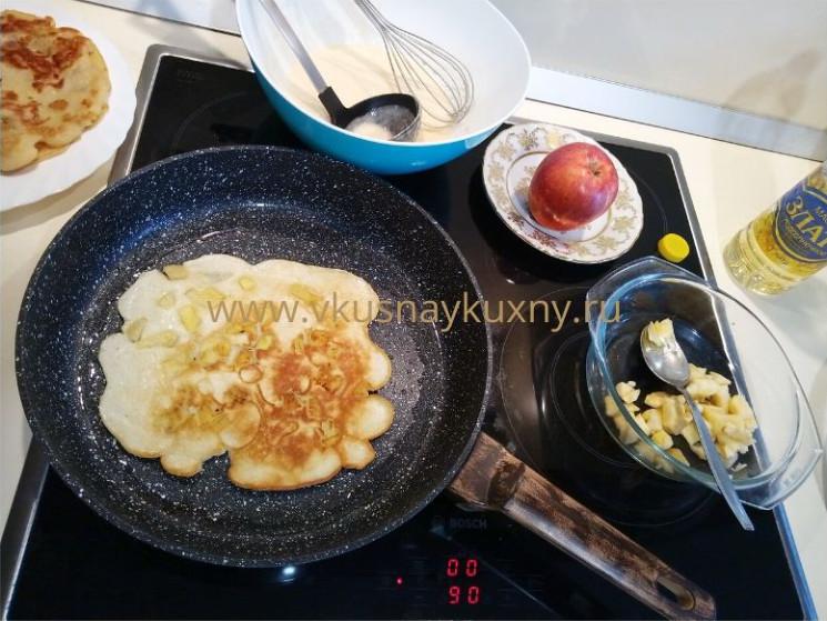 Блины с яблочным припеком рецепт на сковороде