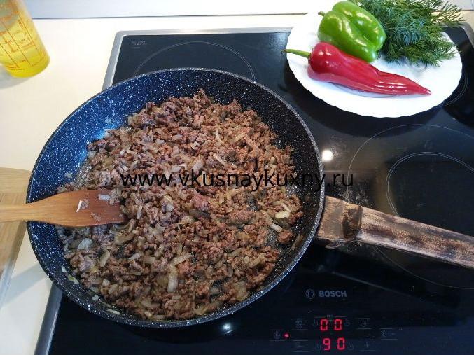 Говядина тушеная береке в сковороде
