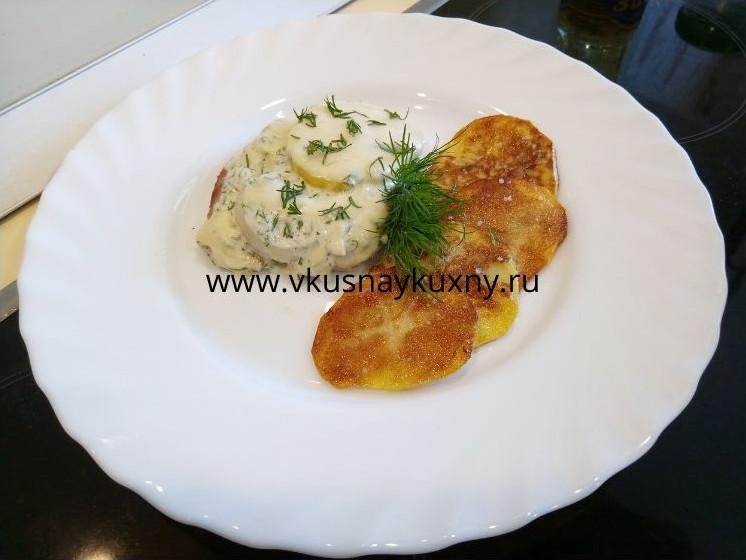 Куриное филе с картофелем по французски приготовленное на сковороде