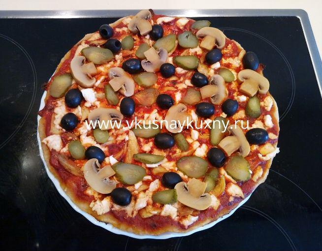 Пицца на скорую руку на сковороде с маслинами