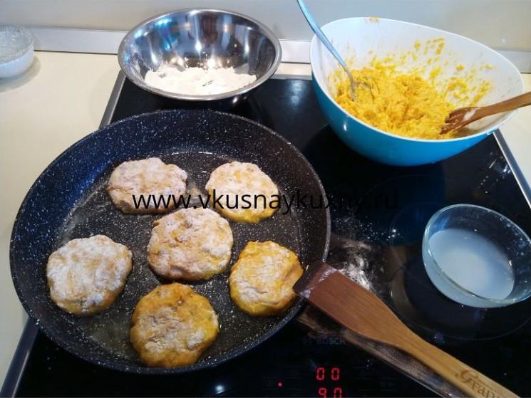 Сырники с морковью и творогом и манкой рецепт на сковороде