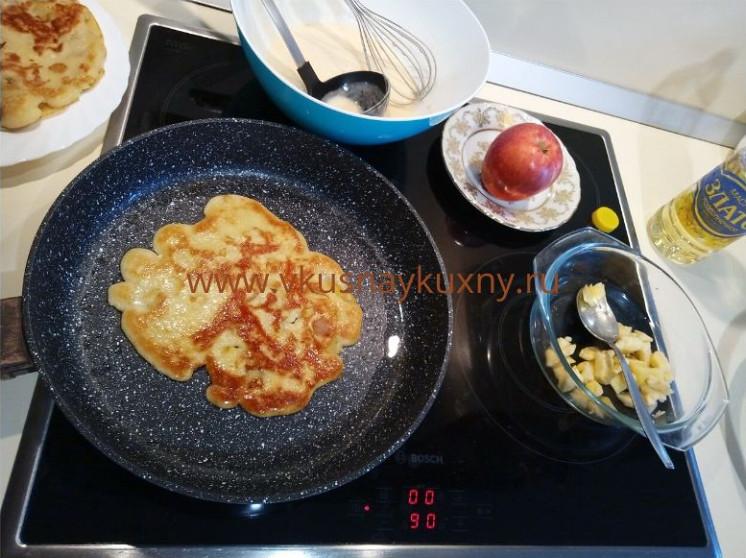Вкусный блог блины с припеком яблоки жарим на сковороде