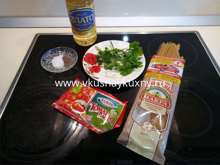 Как готовить спагетти с томатной пастой и чесноком