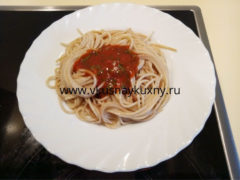 Cпагетти с томатным соусом