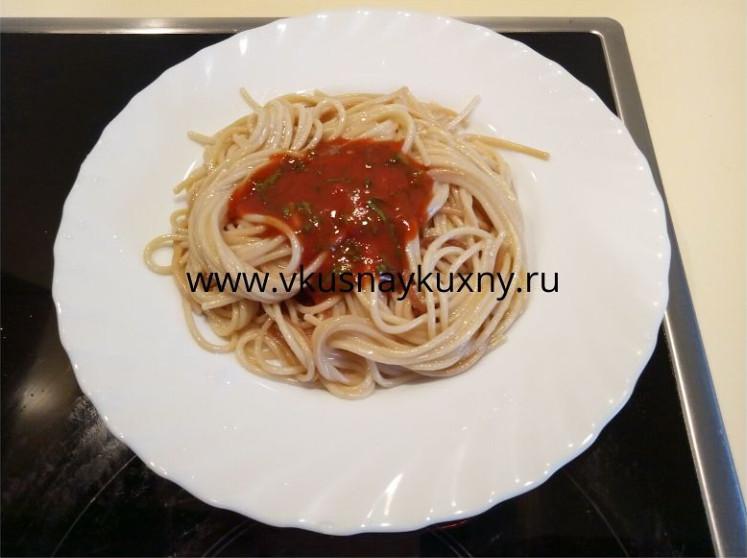 Как приготовить спагетти с томатной пастой и чесноком