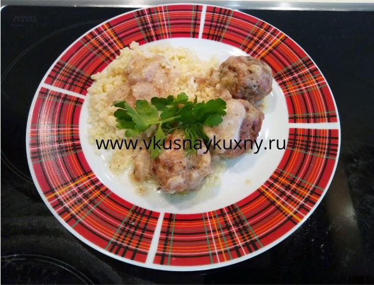 Куриные тефтели с подливкой на сковороде рецепт со сметаной