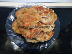 Оладьи из куриного филе с сыром на кефире