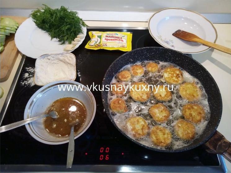 Кабачки в кляре на сковороде рецепт с чесноком