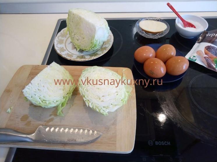 Режем молодую капусту для обжаривания на сковороде