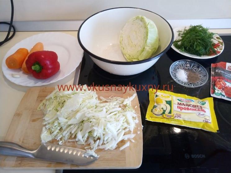 Режем молодую капусту для салата соломкой