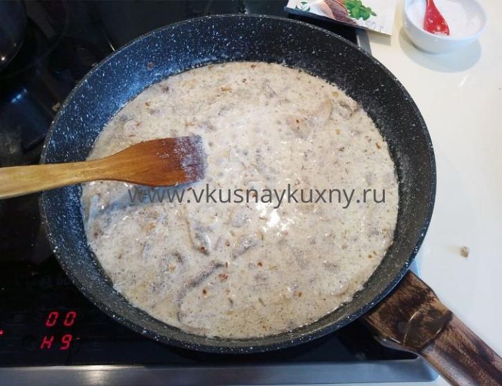 Сливочно грибной соус из шампиньонов для спагетти на сковороде