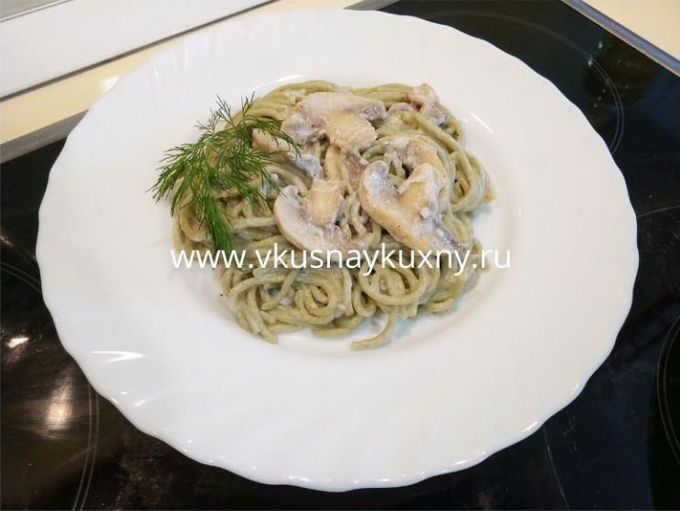 Шпинатные спагетти со сливками и грибами