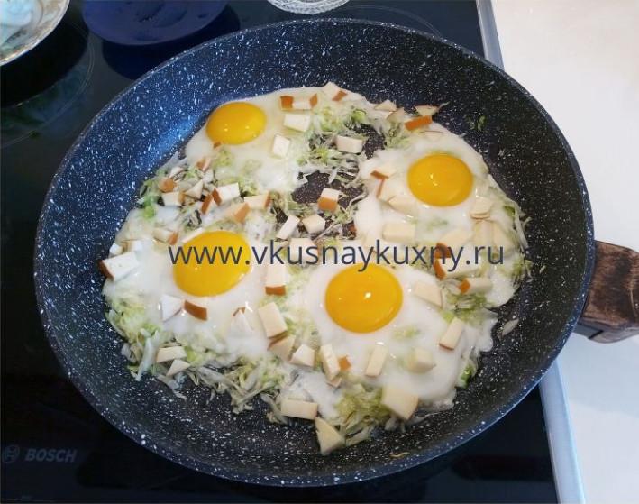 Яичница глазунья фото на сковороде