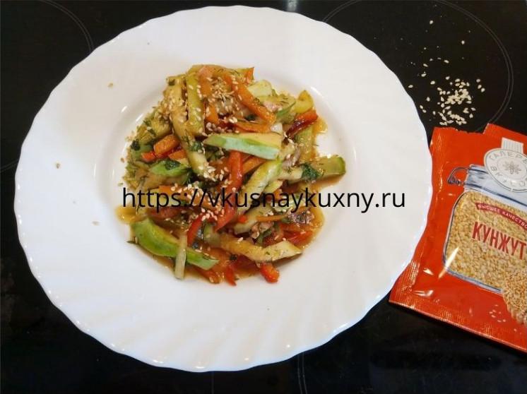 Кабачки по корейски с кунжутом и соевым соусом