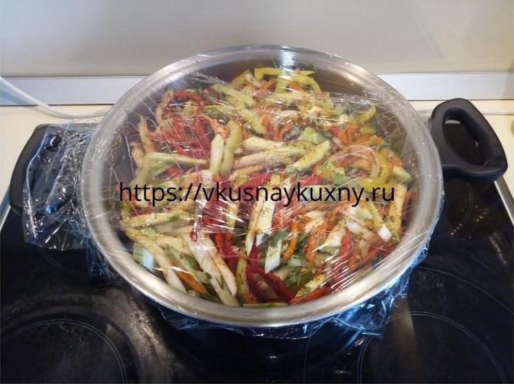 Кабачки с морковкой по корейски с чесноком