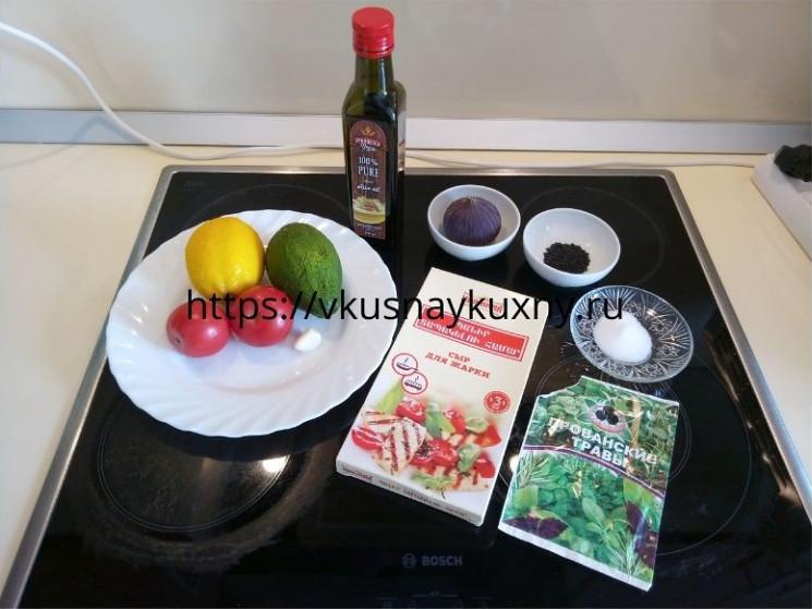Ингредиенты для бутербродов с авокадо с чесноком