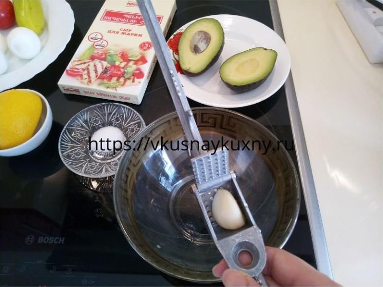 Фаршированные яйца с авокадо рецепт с фото