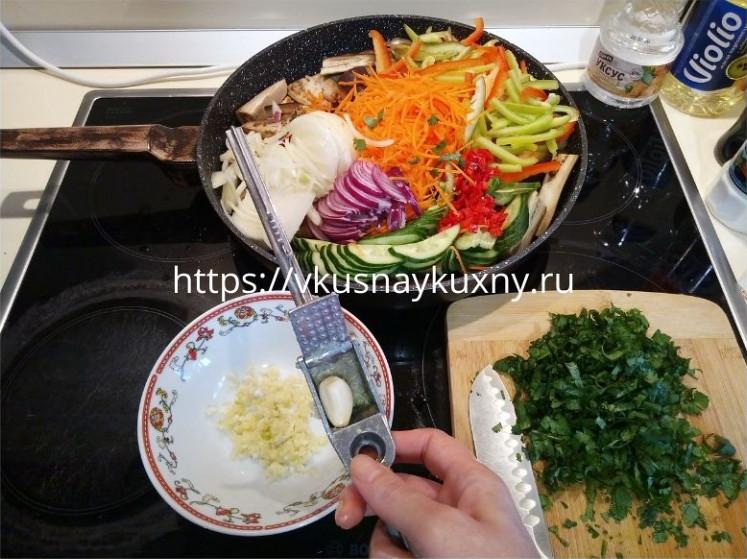 Как сделать баклажаны по корейски с морковью и чесноком