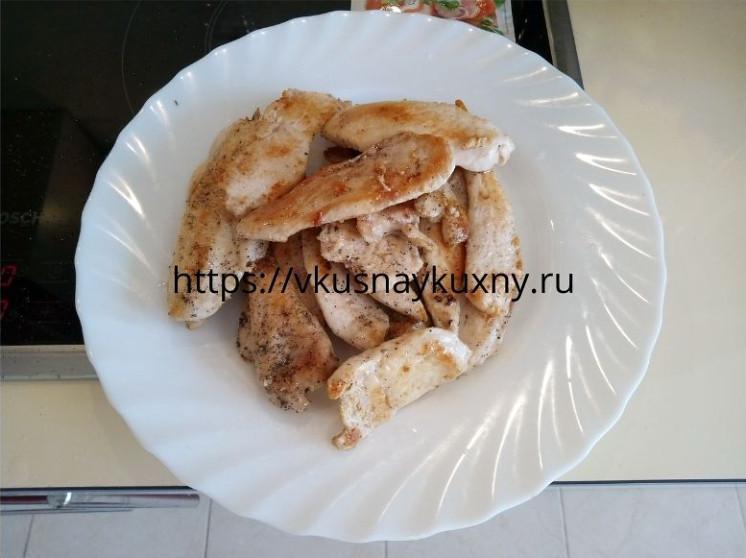 Обжаренное куриное филе для салата