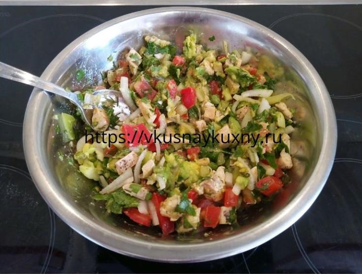 Салат с авокадо и курицей с фото пошаговым