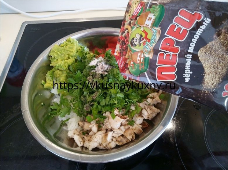 Салат с авокадо и куриной грудкой рецепт с фото пошаговый