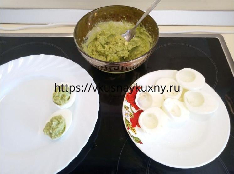 Яйца фаршированные авокадо рецепты с фото