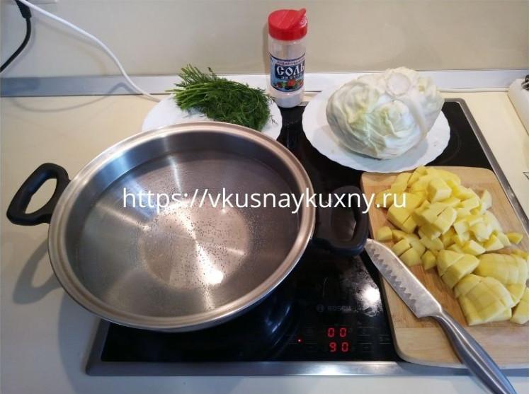 Режем картошку брусочками для борща красного