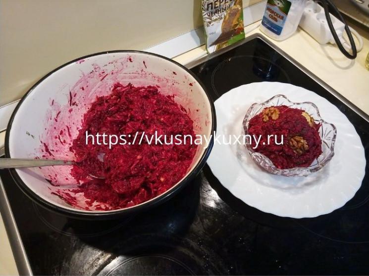 Салат из тертой свеклы вареной с сыром